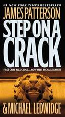 Step on a Crack - James Patterson, Michael Ledwidge (ISBN 9780446199278)