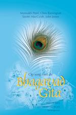 Op weg met de Bhagavad Gita / 1 & 2 De essentie van de reis & De reisgenoot - Mansukh Patel (ISBN 9789082685220)