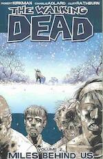 Walking dead vol 02: miles behind us - Robert Kirkman (ISBN 9781582407753)