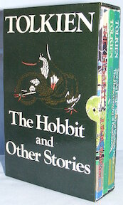 The Hobbit and Other Stories: Tree and Leaf, Smith of Wootton Major, The homecoming of Beorhtnoth, Farmer Giles of Ham, The Adventures of Tom Bombadil, The Hobbit - J.R.R. Tolkien (ISBN 0048231347)