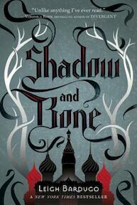Shadow and Bone - Leigh Bardugo (ISBN 9780805094596)
