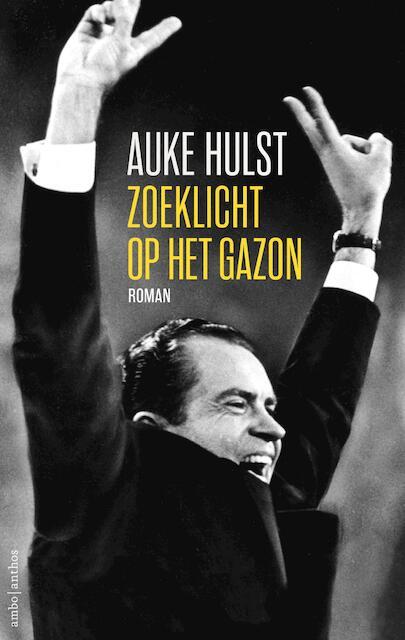 Zoeklicht op het gazon - Auke Hulst